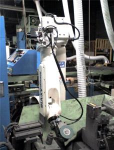 自動研磨ロボットシステム(ダイヘン製ロボット使用)